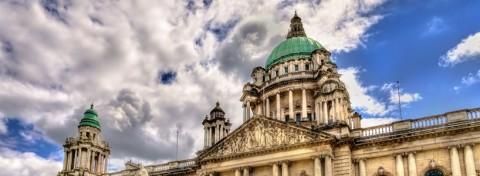 Belfast City Hall - photo: Leonid Andronov on Shutterstock.com