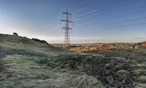 Electricity pylon in a Scottish field - photo: Stephen McCluskey on Shutterstock.com