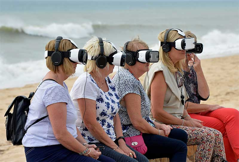Holiday makers experience Unicef's VR on the beach