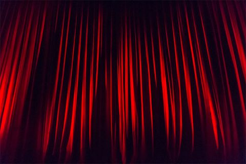 Red theatre curtains - image: Pixabay.com