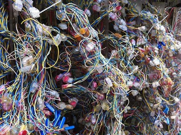 Crossed wires - photo: Howard Lake