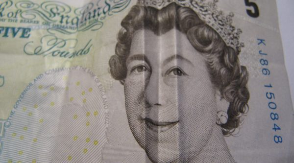 Happy Queen on £5 note - photo: Howard Lake