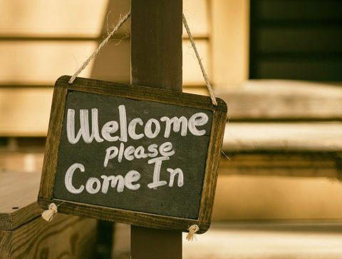 Welcome - please come in sign - photo: Unsplash.com
