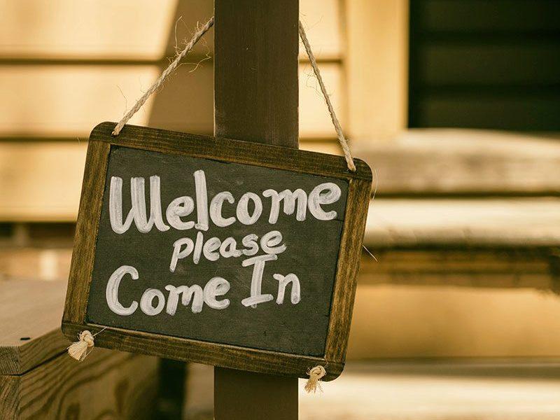 Welcome - please come in sign - photo: Unsplash.com