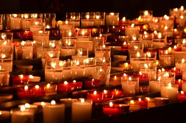 Candles in memory - photo: Pexels.com