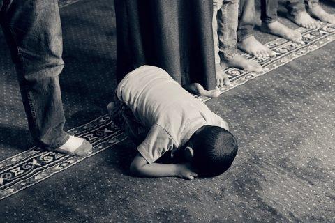 Young boy praying in a mosque. Photo: Pixabay.com