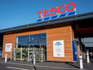 Tesco to trial scrapping 5p carrier bags