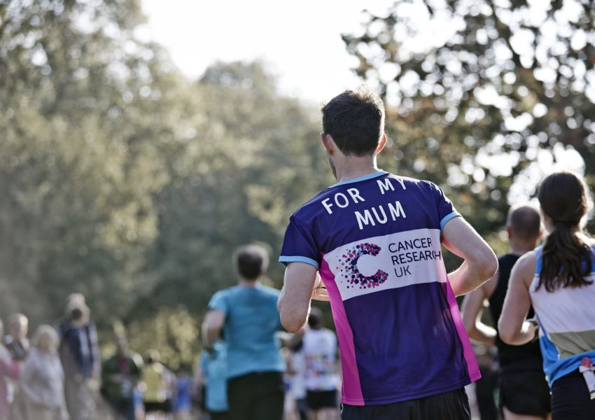 Cancer Research UK runner with t shirt reading 'For my mum'