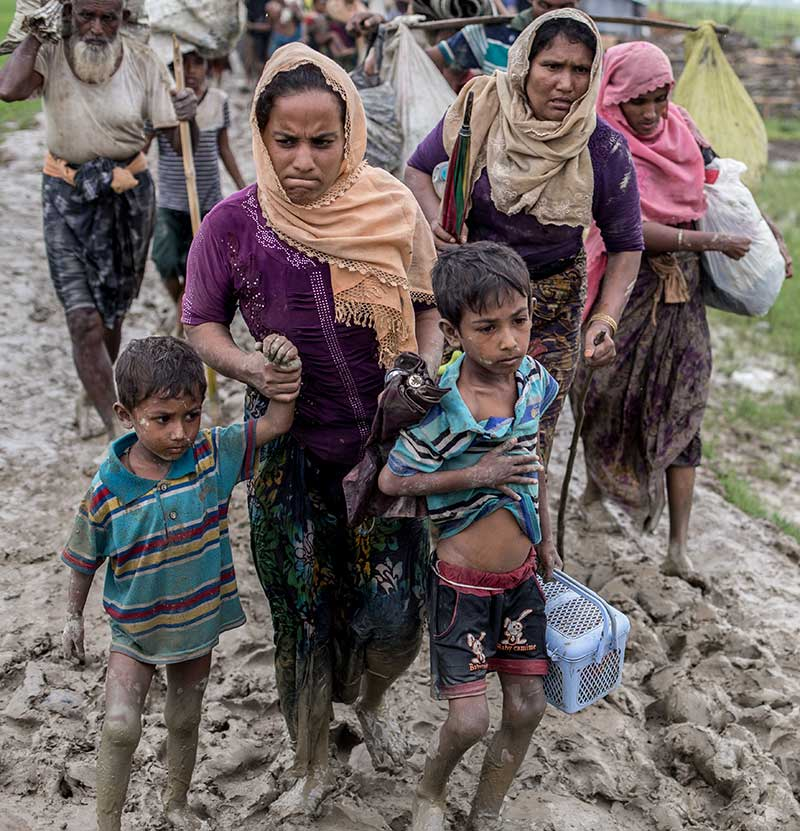 Lines of people fleeing along muddy paths - photo: Kathleen Prior (CARE)