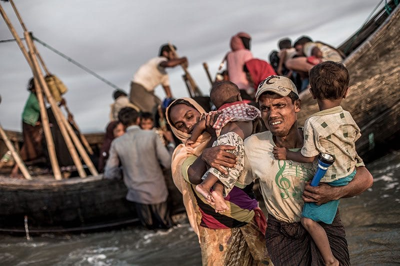 People leaving boats arriving in Bangladesh - photo: Kathleen Prior (CARE)