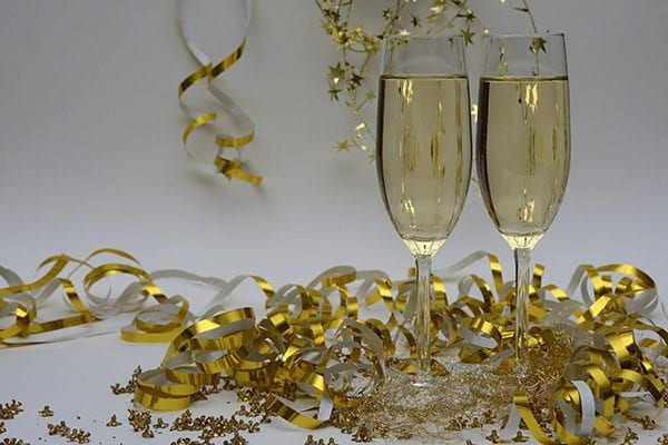 Anniversary champagne glasses - photo: Pixabay