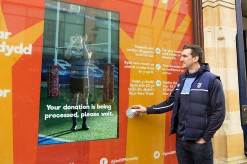 Sam Warburton donates via contactless to Give DIFFerently in Cardiff