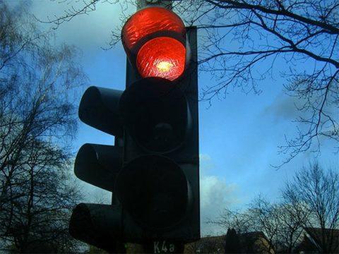 Red traffic light - photo: Pixabay