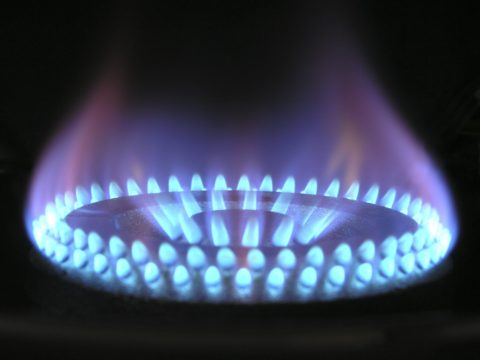 Gas flame against a black background - photo: Pexels.com