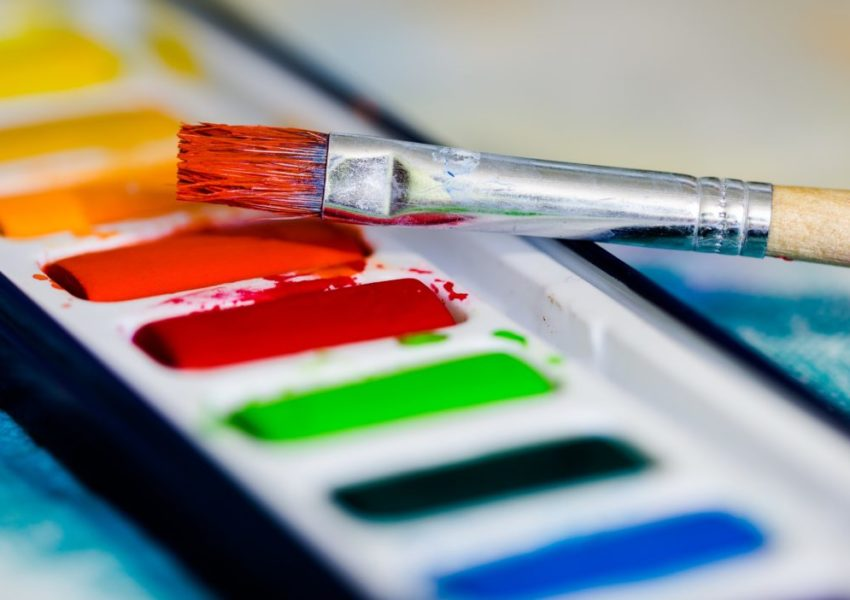 Paintbrush and coloured paints - photo: Unsplash