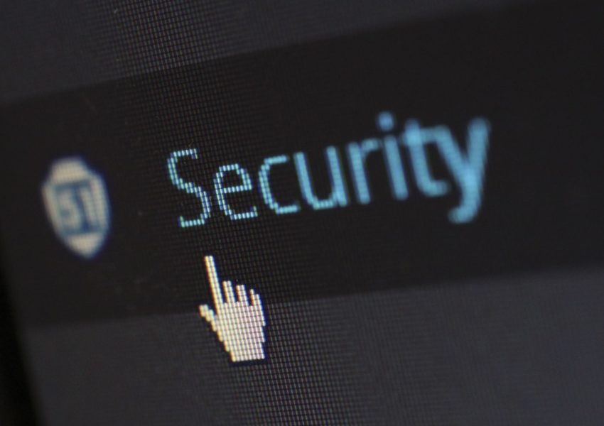 Security sign on screen - photo: Pexels