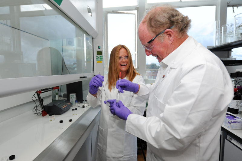 Steve and Sally Morgan in JDRF funded lab