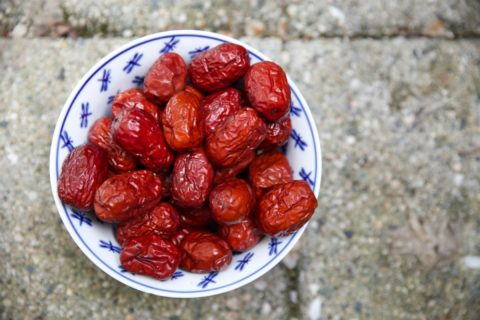 Bowl of dates - photo: Unsplash