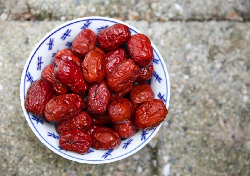 Bowl of dates - photo: Unsplash