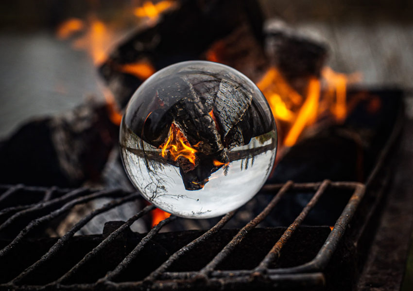 Crystal ball amid flames - photo: Unsplash