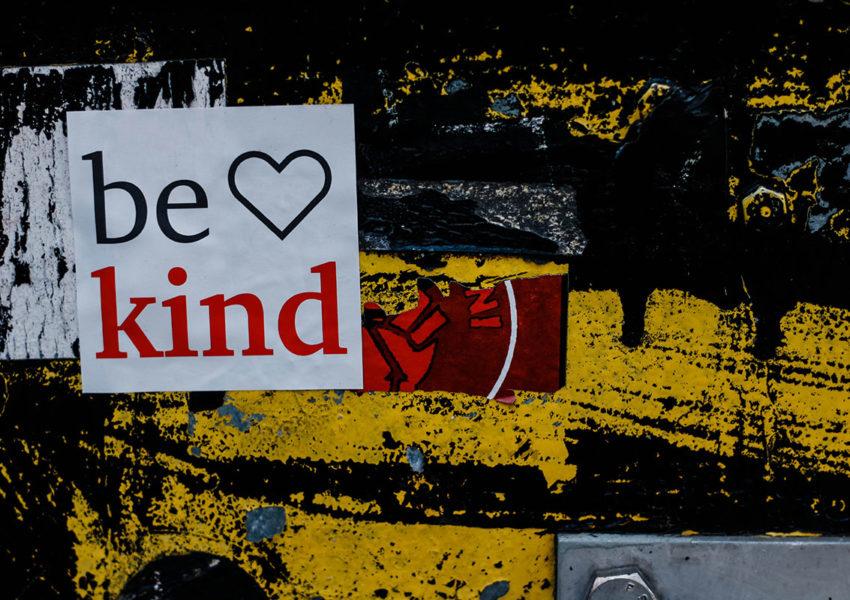 Be Kind sign - photo: Unsplash
