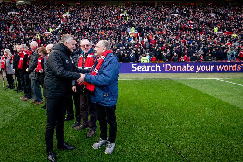 MUFC_Cadbury_handshake-HR-2