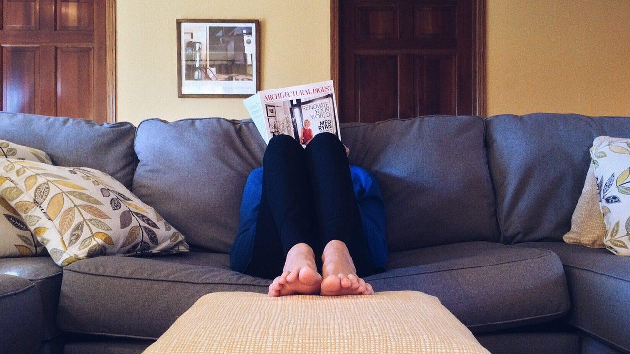Feet up on the sofa - photo: Pexels.com