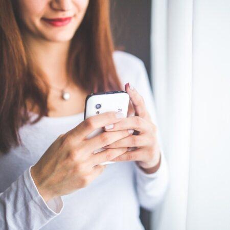 Woman looking at mobile phone by Karolina Grabowska from Pixabay