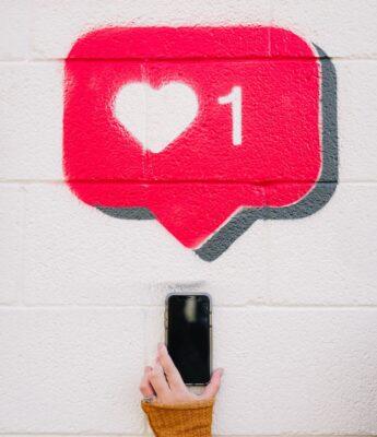 Love heart like with mobile phone - Unsplash